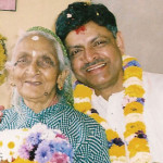 माता भागीरथा प्रसाईका साथ लेखक नरेन्द्र राज प्रसाई
